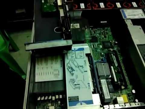 Tháo server để đóng gói và vận chuyển
