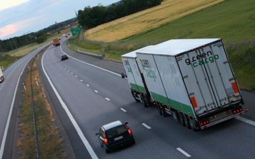 Lái xe tải nguy hiểm dễ gây tai nạn