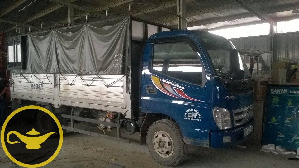 Taxi tải Thần Đèn 5 tấn di chuyển vào trong xưởng