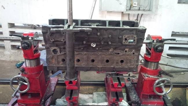 Máy móc trong gara ô tô