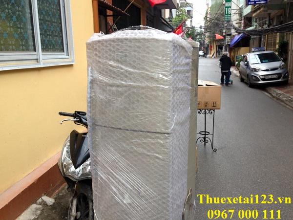 Đóng gói tủ lạnh trước khi vận chuyển