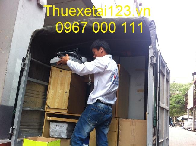 Vận chuyển bằng taxi tải thùng kín