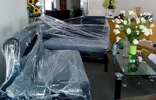 Bọc ghế sofa trước khi vận chuyển