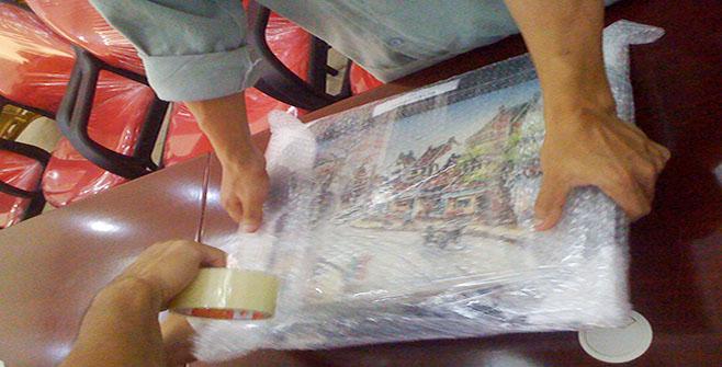 Đóng gói vật dụng bằng kính