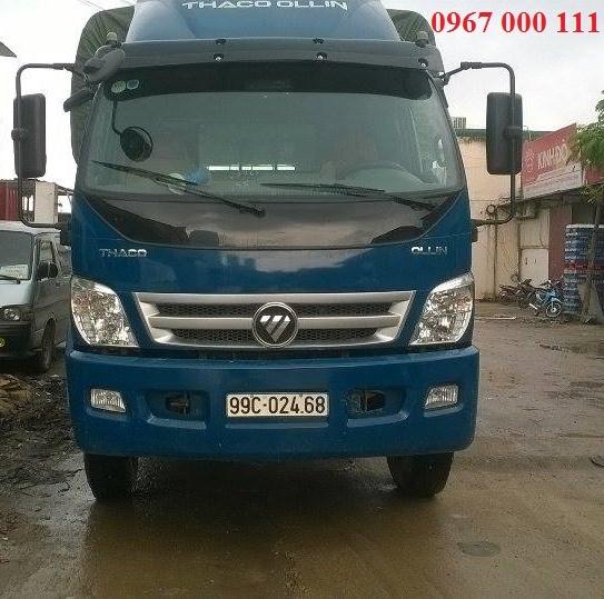 Xe tải lớn di chuyển trong nội thành