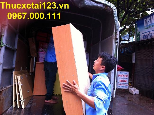 Lưu ý sắp xếp đồ đạc lên taxi tải khi chuyển nhà