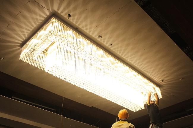 Quy trình lắp đặt đèn chùm khi chuyển nhà